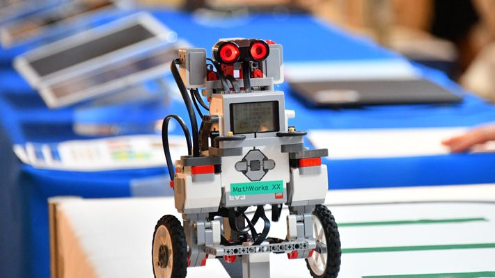 데모 스테이션 로봇