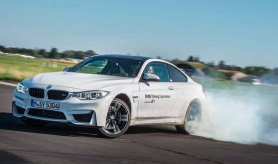 그림 1. 테스트 트랙에서 BMW M4 오버스티어링.