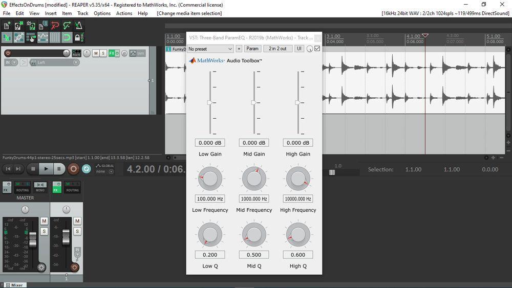 잘 알려진 디지털 오디오 워크스테이션인 REAPER 내에서 사용 중인 MATLAB에서 생성된 오디오 플러그인의 UI. 3x3 그리드 위에 다양한 슬라이더와 노브가 배열된 UI.