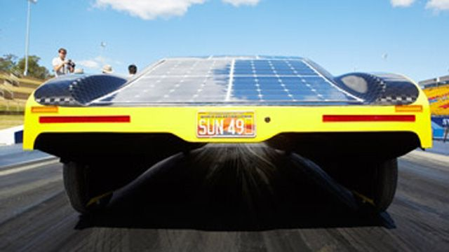 학생들은 MATLAB 모델을 사용하여 Sunswift eVe 태양 전기 자동차의 배터리 사용을 최적화했습니다.