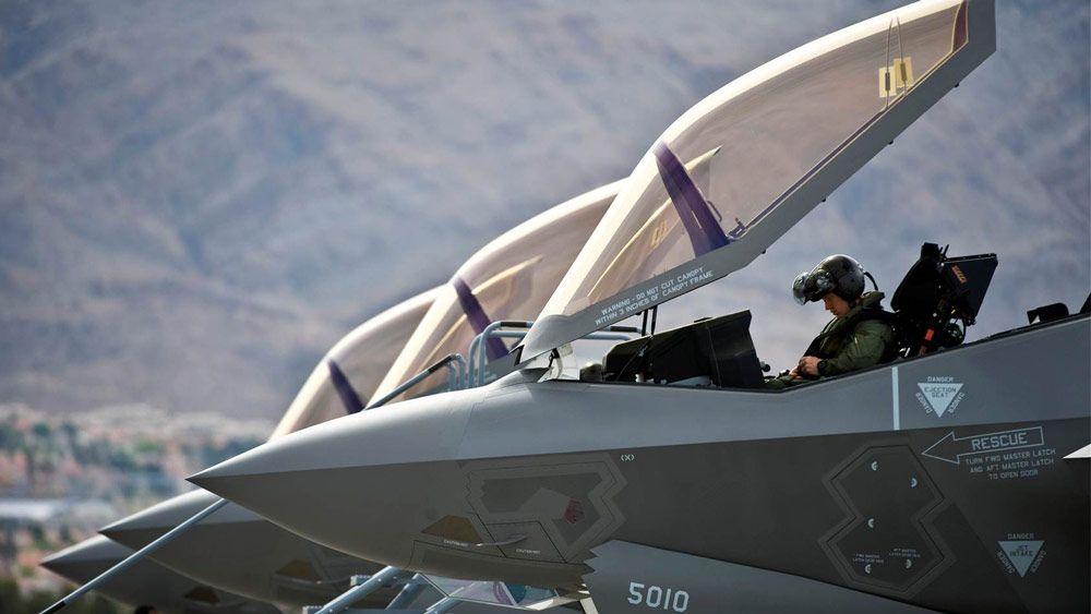 Lockheed Martin은 항공기 성능을 예측하는 SimEvents 모델을 빌드했습니다.