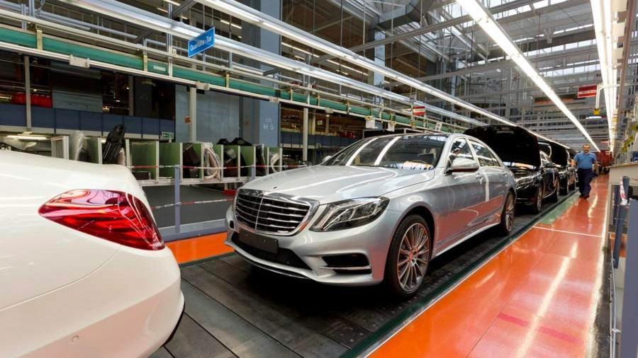 Optimizing automotive manufacturing processes with Discrete-Event Simulation