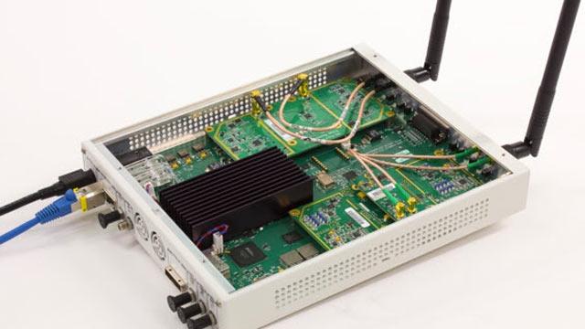 802.11 OFDM 비콘 프레임을 수신하는 데 사용된 USRP® SDR.