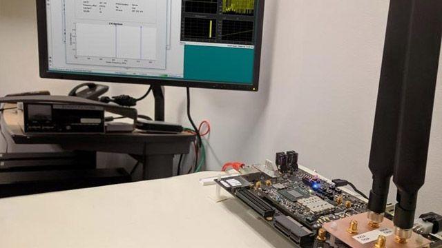 MATLAB 및 Simulink에서 이루어지는 실시간 분석과 함께 Xilinx Zynq SoC 소프트웨어 정의 무선 통신 플랫폼에서 실행되는 무선 응용 프로그램의 프로토타입.