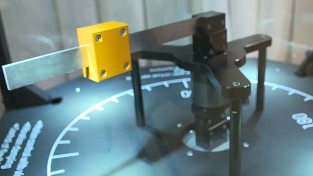 B&R은 주행 시스템의 진동을 완화하기 위해 값비싼 물리 센서를 추가로 사용하지 않고도 고성능 주행 시스템 조작을 위한 고급 제어 전략을 적용하는 가상 센서 테크놀러지를 개발했습니다.