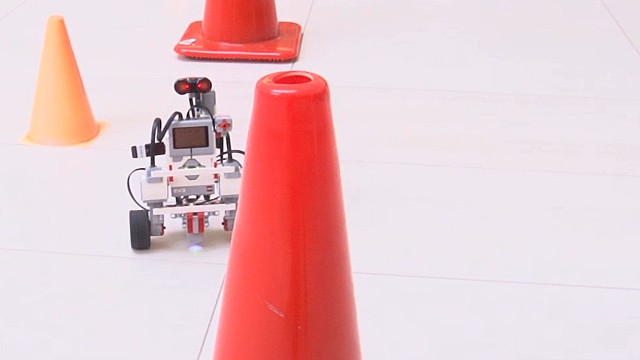 Use the Simulink Support Package for LEGO MINDSTORMS EV3 to create an obstacle avoiding rover robot.